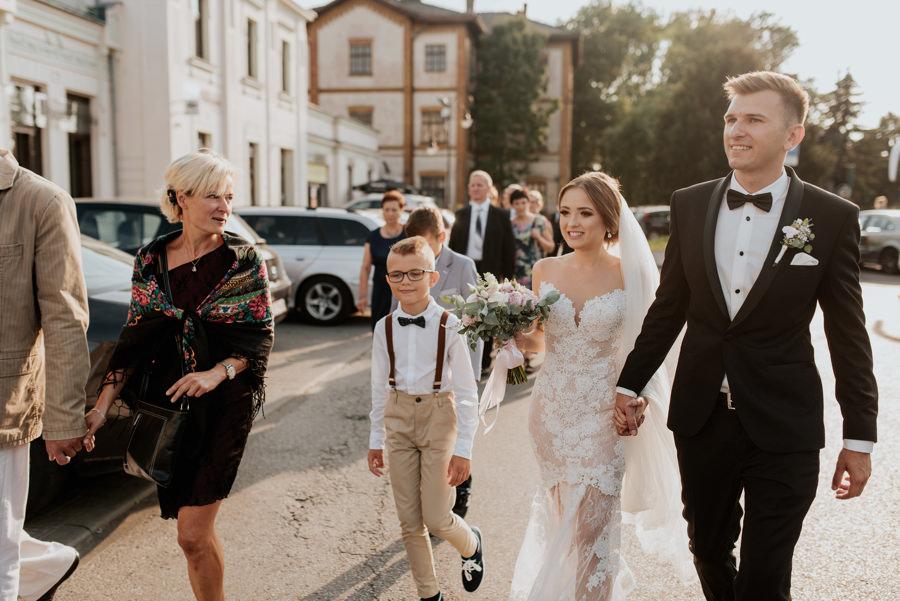 para młoda w drodze do willa poprad, na wesele pociągiem