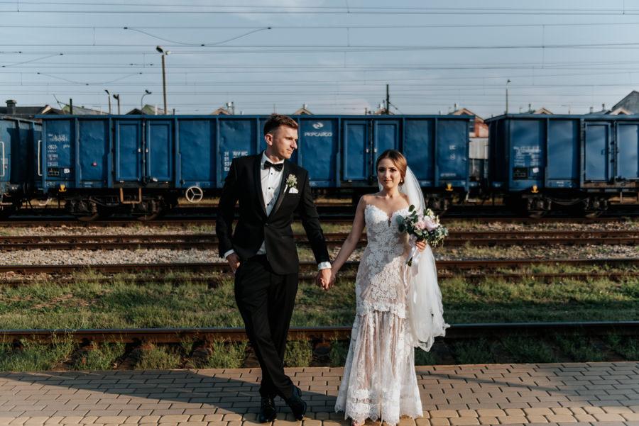 sesja na dworcu kolejowm, w oczekiwaniu na pociąg do Rytra, w drodze do Willa Poprad