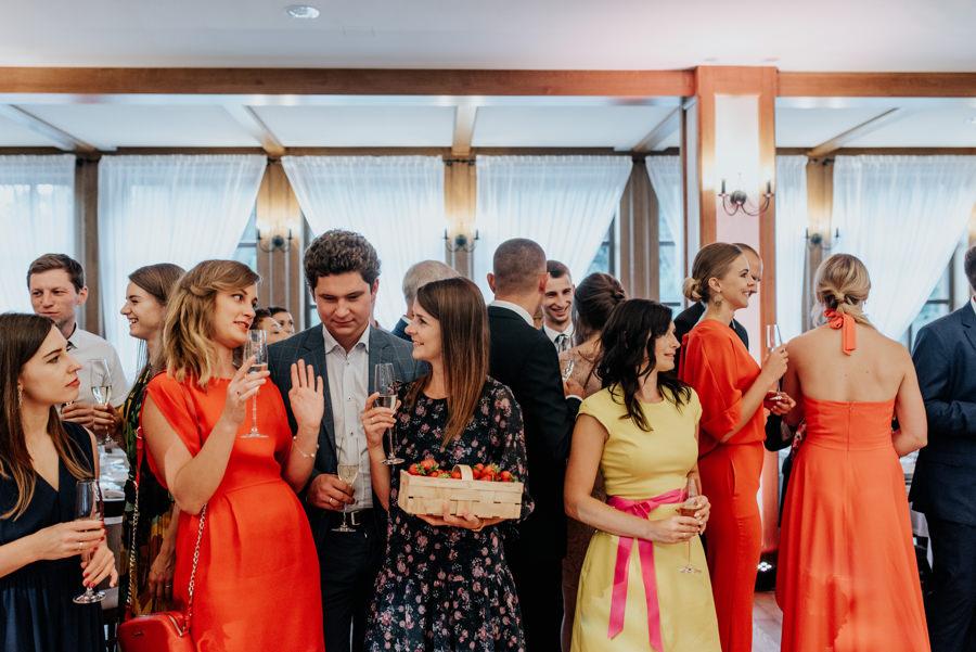 goście czekają na wejście pary młodej, willa poprad wesele