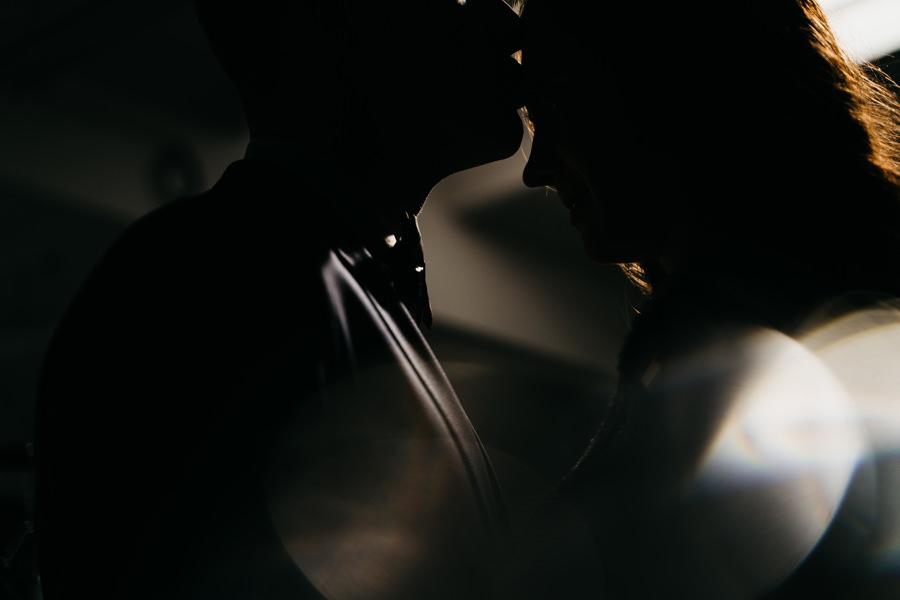 pocałnuek pary młodej, sesje ślubna
