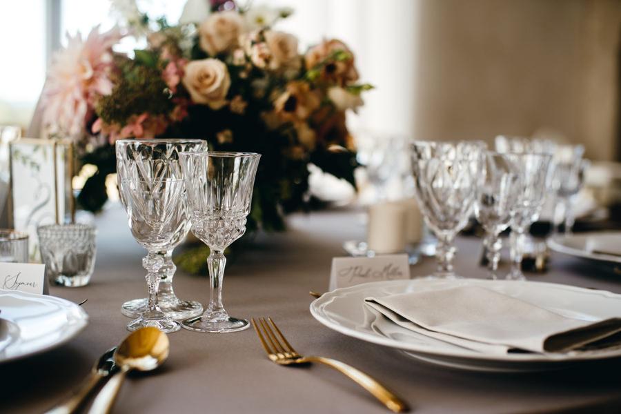 ślub w Villa Love, wesele w toskańskim klimacie, bello matrimonio, piękne dekoracje na stołach